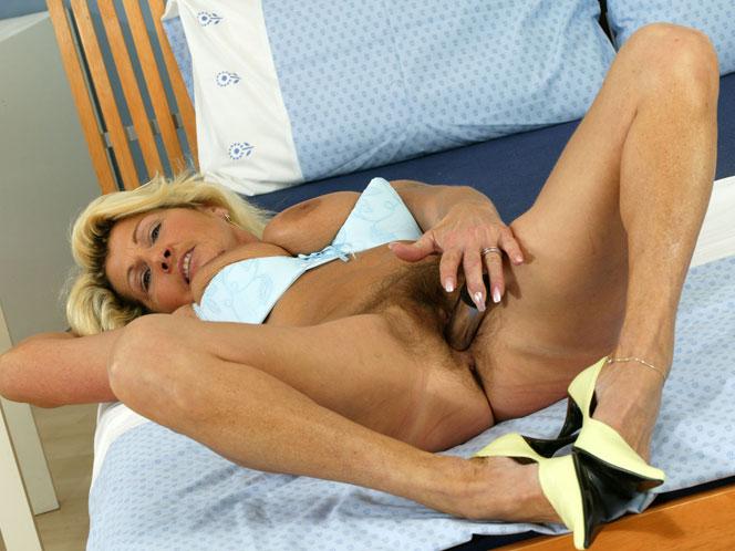 Erotic nudists photos